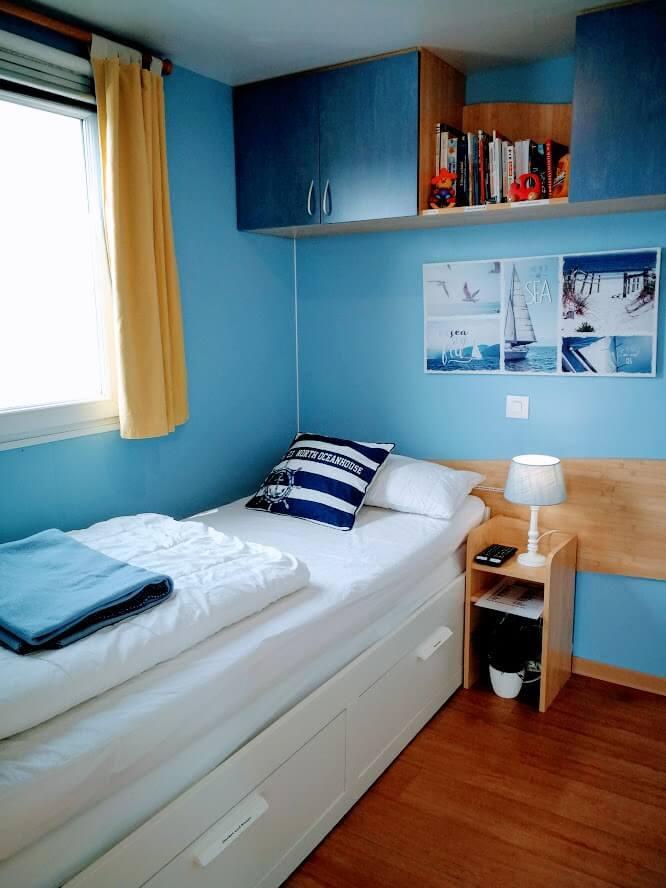 Schlafzimmer 2 mit Schlafbett 80x200, ausziehbar